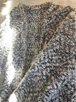Fluffige Strickjacke grau-weiß