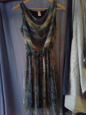 Fluffiges Sommerkleid mit Pfaufarben-Print