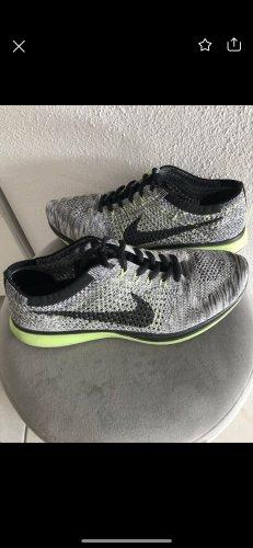 Fly knit Nike grau schwarz neon grün