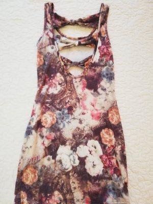 For Summer: Lovely Fitted Dress