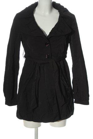 Fornarina Abrigo corto negro look casual