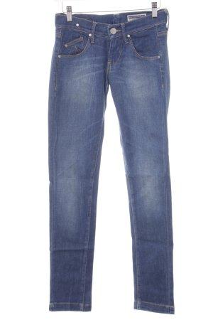 Fornarina Straight-Leg Jeans stahlblau-kornblumenblau Street-Fashion-Look