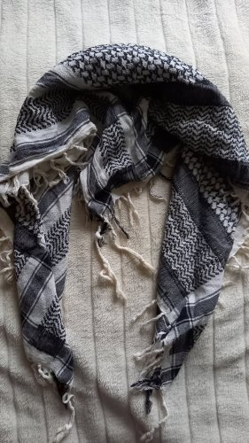 Écharpe à franges blanc-noir