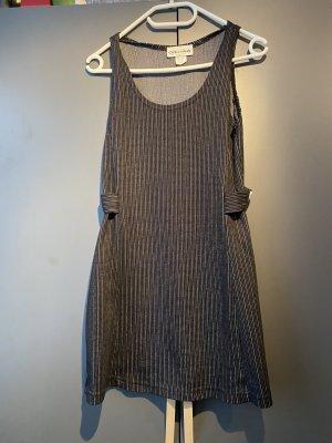 Freches kurzes Kleid