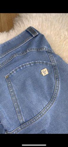 Freddy pantalón de cintura baja azul celeste