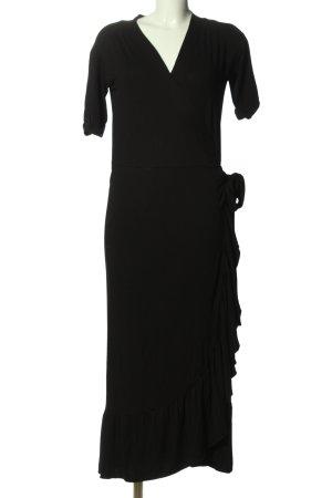 Freequent Vestido cruzado negro look casual