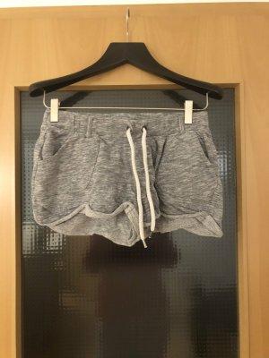 Freitzeitshort in grau mit Taschen
