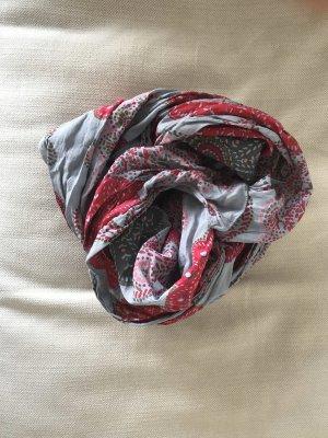 Frühlingshafter Schal