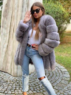 Manteau de fourrure gris-gris clair fourrure