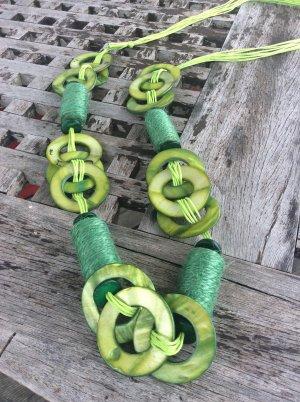 Für alle Grünliebhaberinnen  Lange Perlmutt  Kette Künstlermarkt