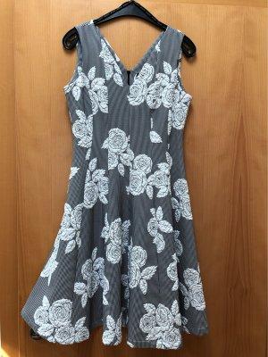 Für Frau Mama oder für sich selbst ein tolles Sommerkleid!