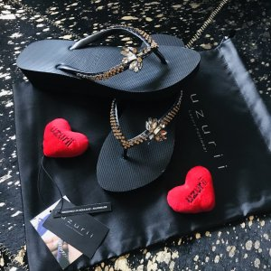 Uzurii Flip-Flop Sandals black
