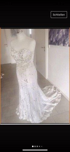 Funkelndes Designer Brautkleid mit Schleppe u. Swarovski
