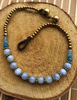 Fußkette 11 himmelblaue Perlen 0,5 cm messingfarbene Mini Perlen 26 cm Länge