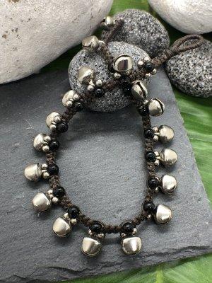 Fußkette 18 silberfarbene Glöckchen 0,8 cm schwarze Mini Perlen 25 cm Länge