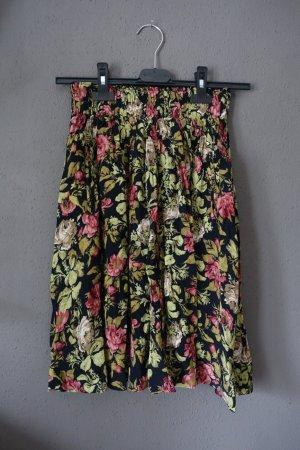 Ganni Rock, Blumenmuster, Rosen, Polkas and Roses, geblümt, schwarz, mit Taschen. Sehr schön, kaum getragen!