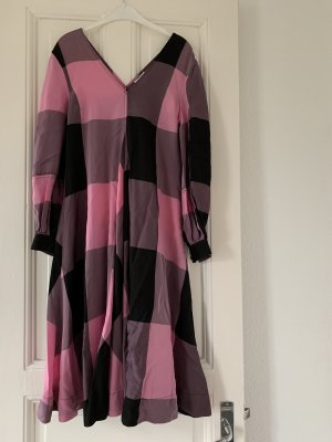 Ganni Viskose Kleid Maxi-Dress Karos kariert Midi-Dress rosa Schwarz