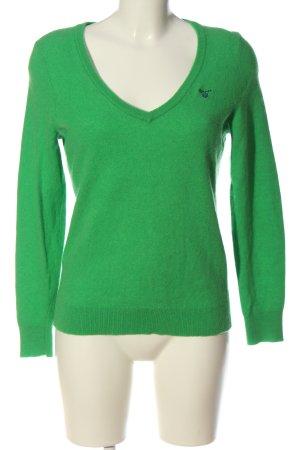 Gant Jersey con cuello de pico verde letras bordadas look casual