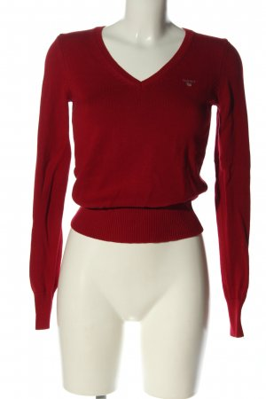 Gant V-Neck Sweater red embroidered lettering casual look