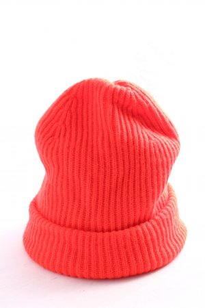 Gap Crochet Cap red cable stitch casual look