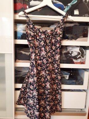 Geblühmtes Kleid