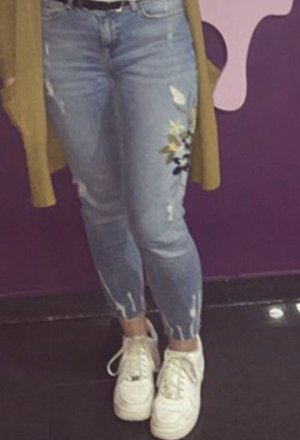 Geblümte Jeans
