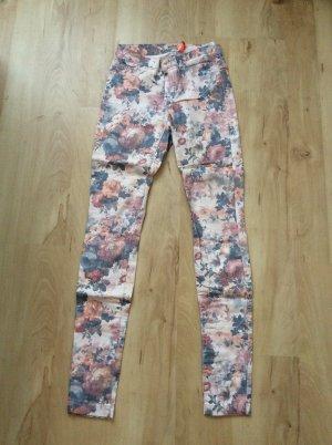 Geblümte Jeans von Only in der Größe xs (Neu)