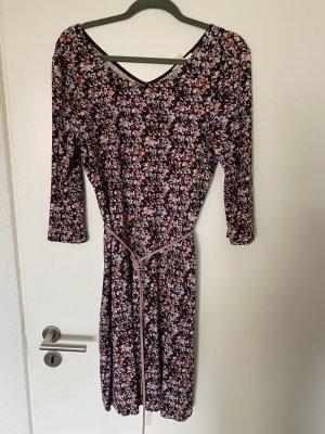 Geblümtes Kleid mit Gürtel von Esprit Gr. L