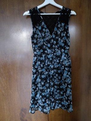 geblümtes Kleid mit Spitze