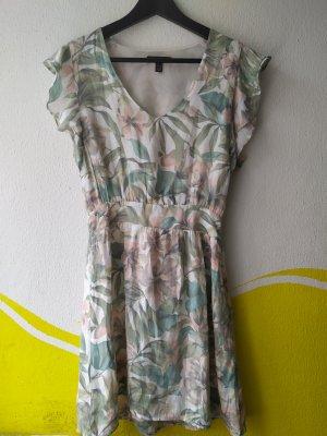 Geblümtes Sommerkleid von Mango