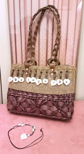 Geflochtene Vintage Handtasche mit Muscheln und passender Kette