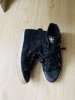 Gefütterte Adidas Sneakers Größe 40