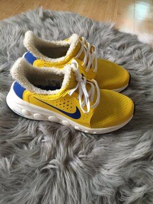 Gefütterte Nike Schuhe