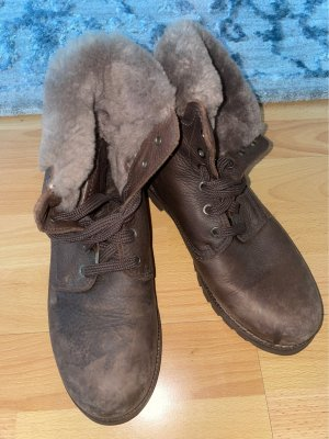 Gefütterte Stiefel