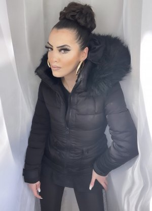 gefütterte taillierte zara winterjacke in schwarz mit kapuze