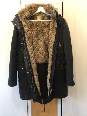 Gefütterte Winterjacke mit faux Fell