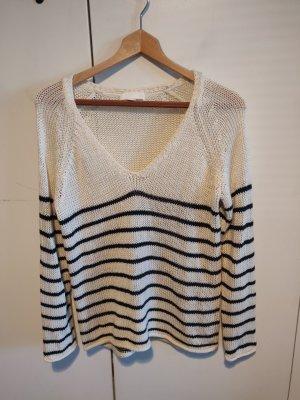 gehäkelter Pullover schwarz und weiß