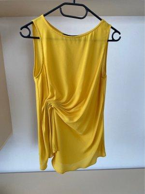 Gelbe Bluse mit Detail