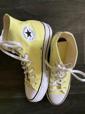 Gelbe Chucks