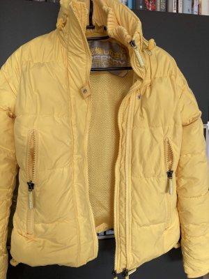 Gelbe dicke Winterjacke