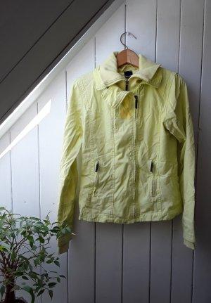 Gelbe Jacke von Bench