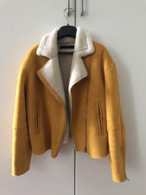 gelbe Kunstlederjacke gefüttert von Zara