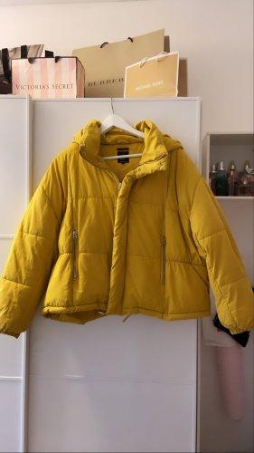 gelbe Pufferjacke von Zara