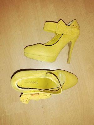 Gelbe Schuhe mit Schleife