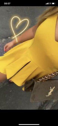 Gelber jumpsuit