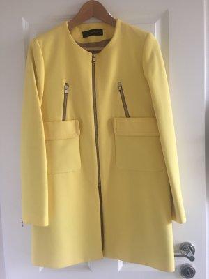 Gelber Mantel von Zara