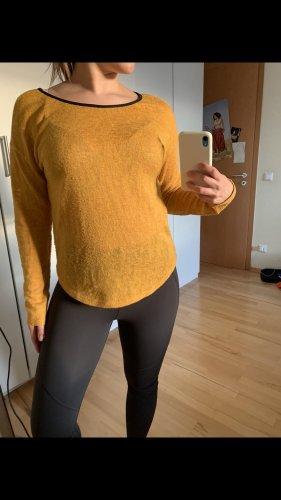 Pullover all'uncinetto giallo