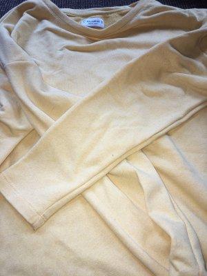 Gelber pullover von pull&bear