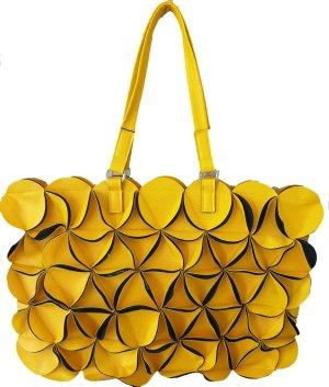Gelber Shopper mit geometrischen Applikationen