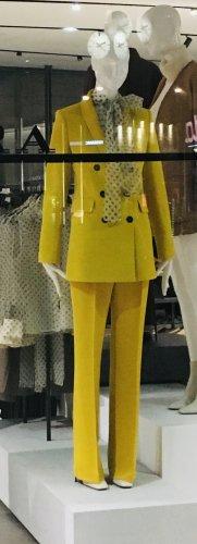 Gelbes Anzugsset von Zara